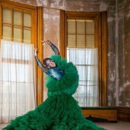 London contortionist dances in elaborate frilled emerald dress